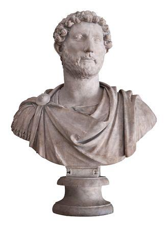 escultura romana: Antigua busto de m�rmol del emperador romano que Adriano aislado en blanco con trazado de recorte