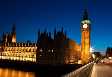 Night shot of the Big Ben and the Houses of Parliament in London Stock Photo - 6631052