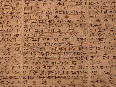 Tableta con escritura cuneiforme de la antigua civilizaci�n sumeria o Asiria en Iraq Foto de archivo - 6918522