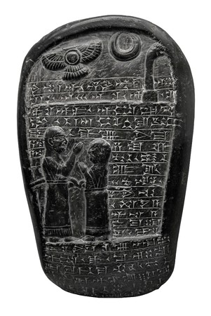 babylonian: Babilonia piedra con escritura cuneiforme y aislados en blanco con trazado de recorte de im�genes religiosas