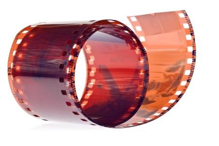 35: Rollo de pel�cula fotogr�fica de 35 mm sobre un fondo blanco Foto de archivo