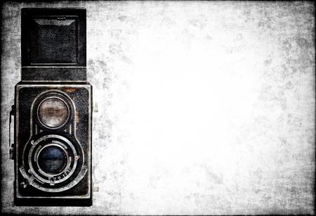 Oude klassieke analoge camera op een grunge achtergrond met ruimte voor tekst Stockfoto