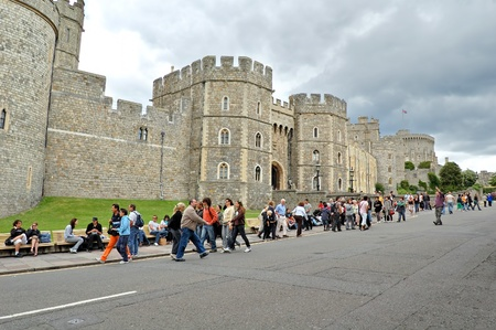 the monarchy: WINDSOR,UK-May 29:Visitors outside the Castle May 29,2011 in Windsor.The longest-occupied palace in Europe,Windsor Castle is notable for its association with the British Monarchy and architecture