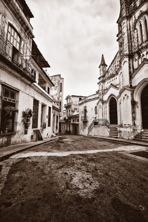 resid: Grunge monochromatic image of a decaying buildings in Old Havana Stock Photo
