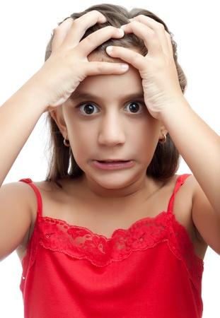 personne en colere: Fille latine avec un regard furieux et d�sesp�r� isol� sur un fond blanc Banque d'images