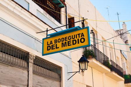hemingway: La Bodeguita del Medio, a world famous restaurant in Old Havana Editorial