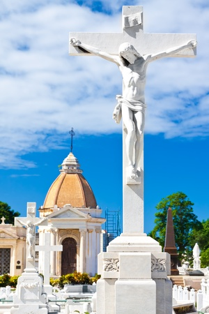 monumental cemetery: White marble statue of the crucificion of Jesus on the Colon cemetery in Havana Stock Photo