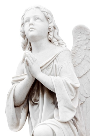 ange gardien: Belle statue de marbre d'un ange infantile isol� sur blanc