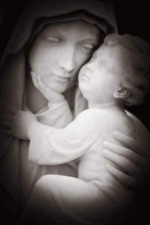 corona navidad: Hermoso blanco y negro imahe de tlhe Virgen María y el niño Jesús