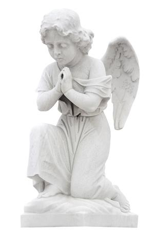 angel de la guarda: Estatua de un ángel niño rezando aislado en blanco con saturación camino