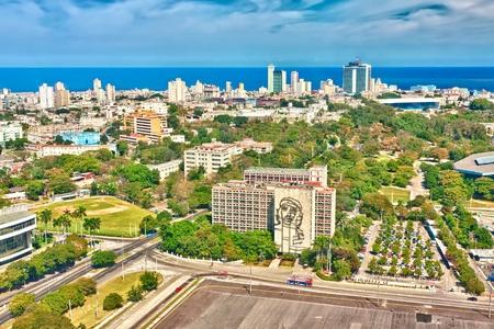 Hermosa vista de La Habana, el día soleado, con aa la Plaza de la Revolución en el primer plano Foto de archivo