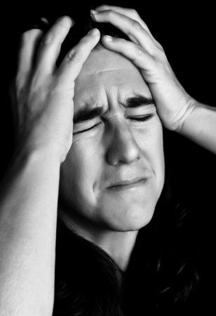 Cier: Czarno-biały portret bardzo zestresowana kobieta z wyrazem rozpaczliwej lub szalony Zdjęcie Seryjne