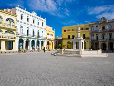 vieja: The Old Square, in spanish known as Plaza Vieja, a touristic landmark famous for its colonial architecture in Old Havana Editorial