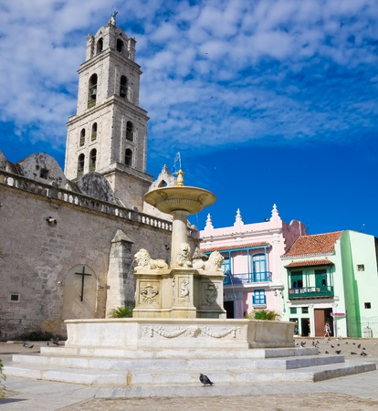 spanish house: The San Francisco Square and the church with the same name in Old Havana , a touristic landmark famous for its traditional architecture and its cultural importance in Old Havana Editorial