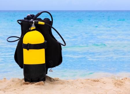 picada: Equipo de submarinismo en una playa tropical en Cuba