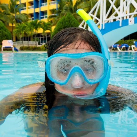Child wearing a diving mask on a swimming pool Stock Photo