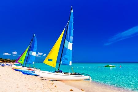 varadero: Colorful sailing  boats on the beautiful Varadero beach in Cuba