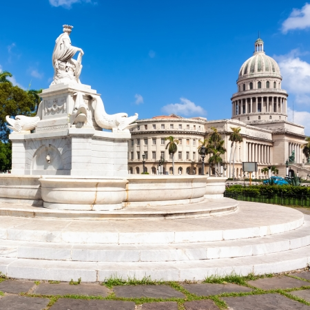 capitolio: Beautiful old marble fountain with the Capitol of Havana in the background
