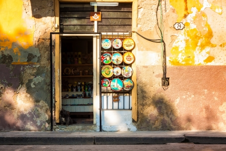 Old shabby house with souvenirs for sale in Havana Stock Photo - 15179648
