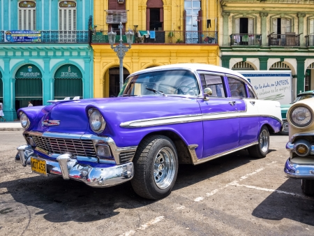 chevy: Old car in Havana