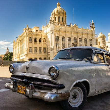 Vintage american car in front of the Museum of Revolution in Havana Editorial
