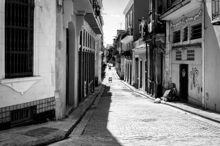 Grunge black and white image of a shabby street in Havana Stock Photo - 18268173