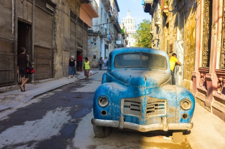 Street scene with an old rusty american car  in Havana These classic vintage cars that can be seen all over the country have become a worldwide known symbol of Cuba Stock Photo - 18928322