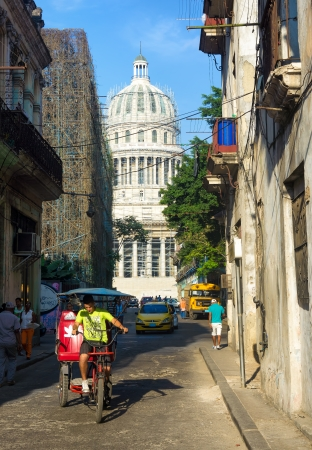 People and traffic near the Capitol in Havana With 2 4 million inhabitants,Havana is the capital and the largest city in Cuba as well as its main touristic destination Stock Photo - 18928324