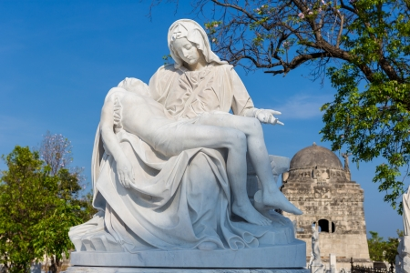 cradling: Beautiful emotional  statue of the young Virgin Mary cradling the dead body of Jesus Stock Photo