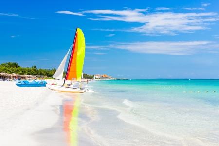 varadero: Scene with sailing boat at the famous Varadero beach , Caribbean sea in Cuba