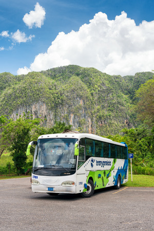 pinar: Tour bus at the Vinales Valley in Cuba, a famous touristic landmark worldwide known for its unique natural beauty and the quality of its tobacco plantations Editorial