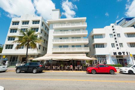 artdeco: MIAMI, EE.UU. - mayo 21,2014: hoteles de Ocean Drive y edificios en Miami Beach, Florida. Arquitectura Art Deco en South Beach es una de las principales atracciones tur�sticas de Miami Editorial