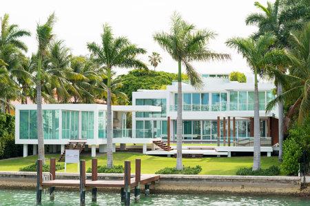 星島マイアミ、ビスケーン湾の人工島、多くの金持ちで有名な人の家の豪華な大邸宅