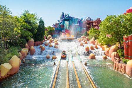 De Dudley Do-Right Ripsaw Falls rit bij Universal Studios Islands of Adventure themapark Redactioneel