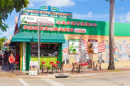 Restaurant cubain typique à SW 8th Street, un point focal de la communauté cubaine à Miami Banque d'images - 31887046