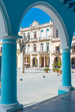 vieja: Typical colonial architecture at Plaza Vieja in Havana, a tourist landmark Editorial