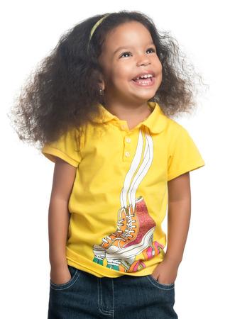 Mignon african american petite fille souriante isolé sur blanc Banque d'images - 34500269