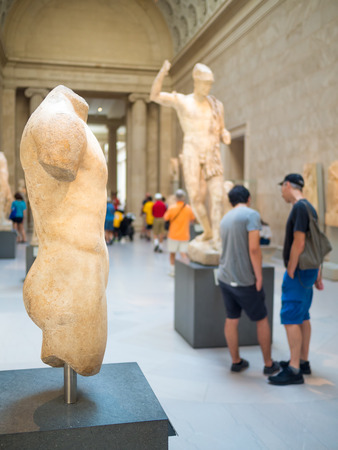 art museum: Visitors admiring ancient greek and roman art at the Metropolitan Museum of Art in in New York