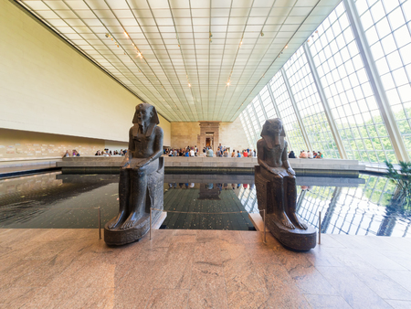 art museum: Hall containing the Egyptian temple of Dendur at the Metropolitan Museum of Art in New York