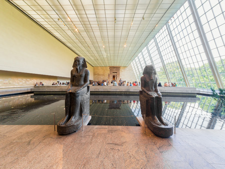 art museum: Hall containing the egyptian Temple of Dendur on the Metropolitan Museum of Art in New York