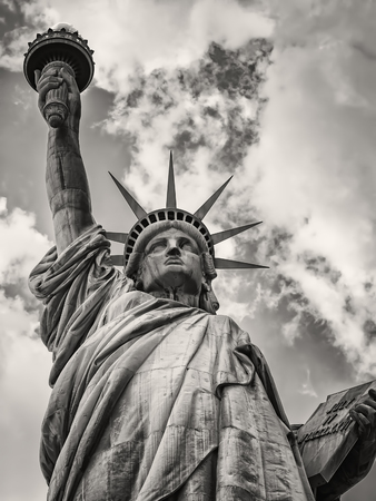 The Statue of Liberty with a dramatic cloudy sky Banque d'images