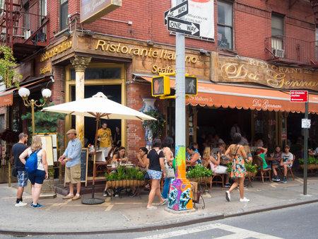 뉴욕의 역사적인 리틀 이탈리아 (Little Italy)에서 전통적인 이탈리아 레스토랑 에디토리얼