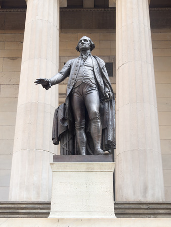 george washington statue: The George Washington statue at the Federal Hall in downtown New York