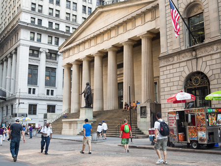 federal hall: The Federal Hall in Wall Street  in downton New York
