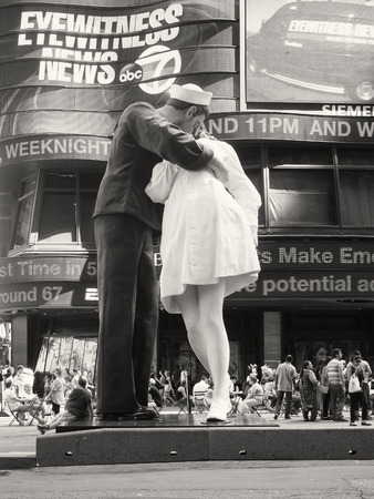 Figure resembling the famous photograph of a sailor kissing a nurse at Times Square in New York City