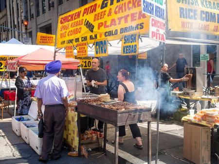 Street kiosk selling ethnic food at a street fair next to the Rockefeller Center in New York City Reklamní fotografie - 46306712