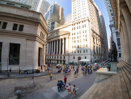 stock exchange: Wall Street and the New York Stock Exchange in Manhattan