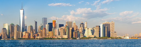 downtown manhattan: High resolution panoramic view of the downtown Manhattan skyline in New York City