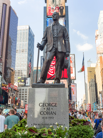 ニューヨーク市のタイムズスクエアでジョージ M コーハン像