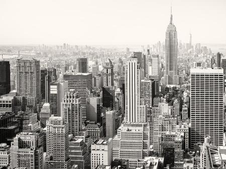 뉴욕시에서 고층 빌딩의 흑백보기